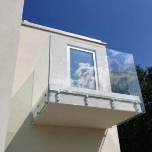 szklana balustrada zabudowa balkonu