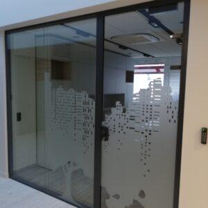 ścianka dźwiękoszczelna, szkło zdobione