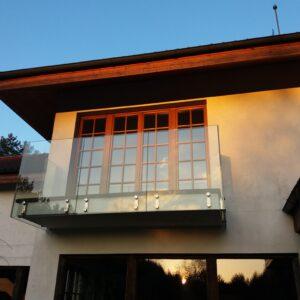 balustrada szklana zabudowa balkonu