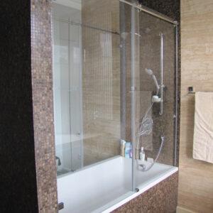 szklany parawan prysznicowy nawannowy