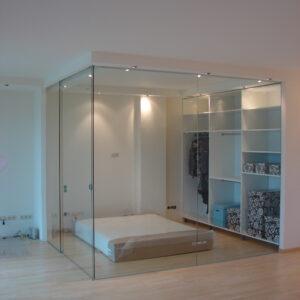 szklane drzwi przesuwne w mieszkaniu