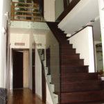 balustrada szklana na schodach